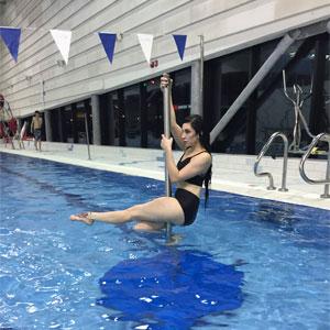 aqua-fitness-pole-dancing-holding